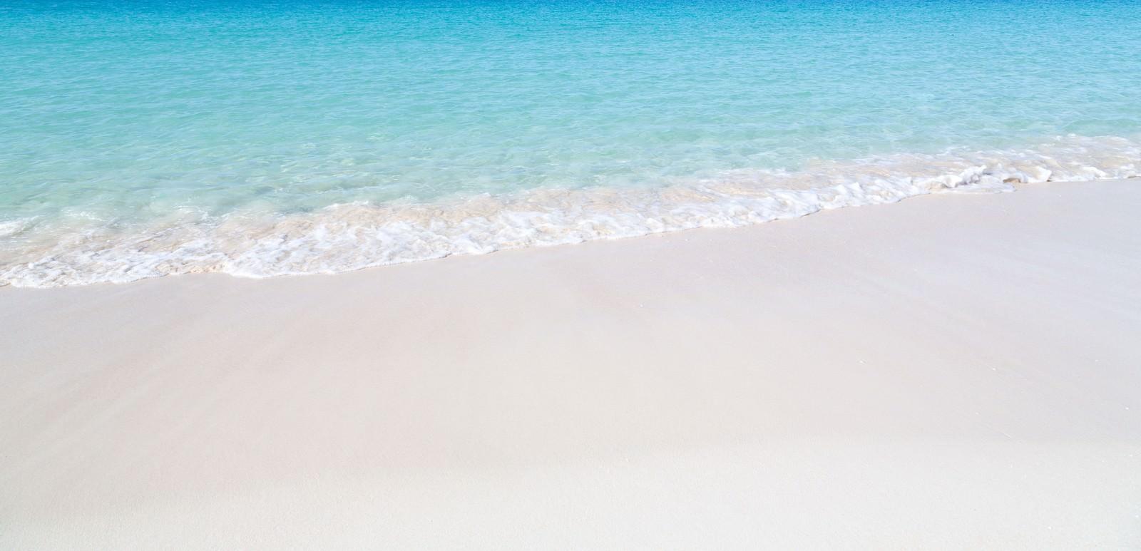 「美しい海と波打ち際」の写真