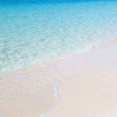 「透明度の高い宮古島の前浜ビーチの海」の写真素材