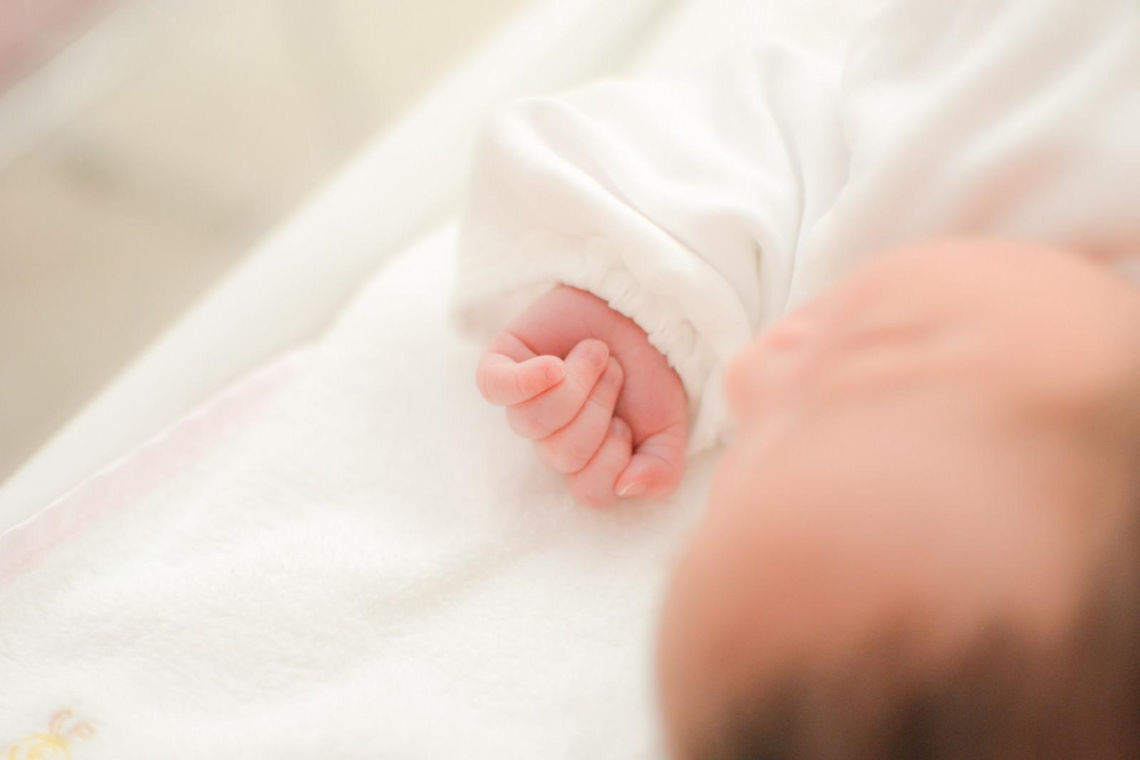 「生まれたばかりの赤ちゃん」の写真