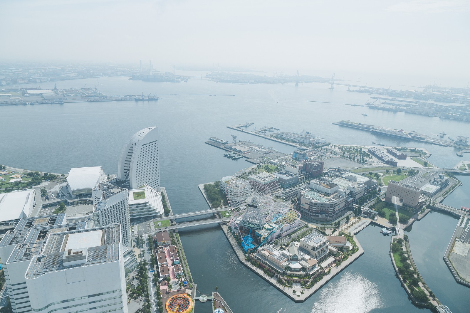「横浜みなとみらいの景観横浜みなとみらいの景観」のフリー写真素材を拡大
