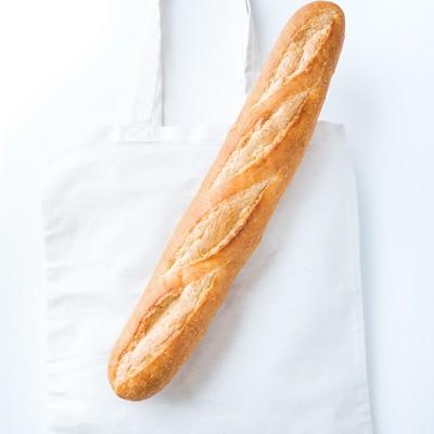 「トートバッグとフランスパン」の写真素材