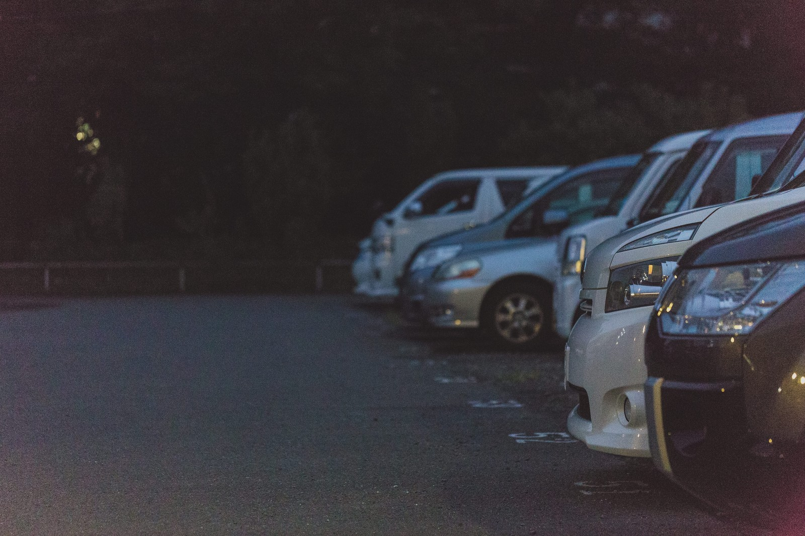 「不気味な駐車場」の写真