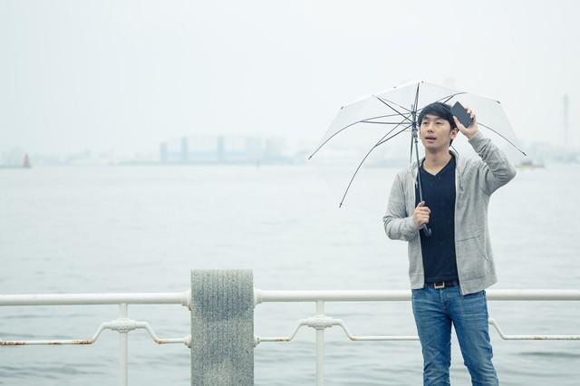 雨の中、遅刻してきた彼の写真