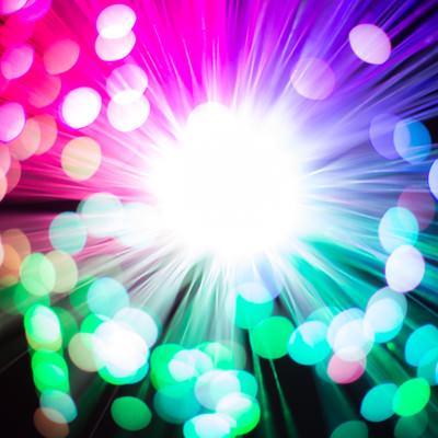 「鮮やかなファイバーライトと玉ボケ」の写真素材