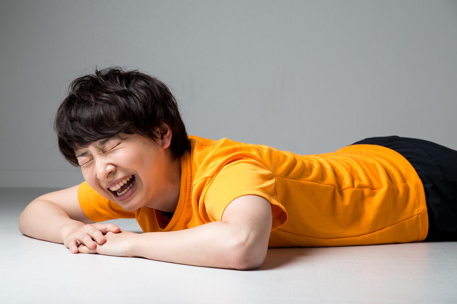 「トレーニングに疲れてヘトヘトな女性トレーニングに疲れてヘトヘトな女性」[モデル:八木彩香]のフリー写真素材を拡大