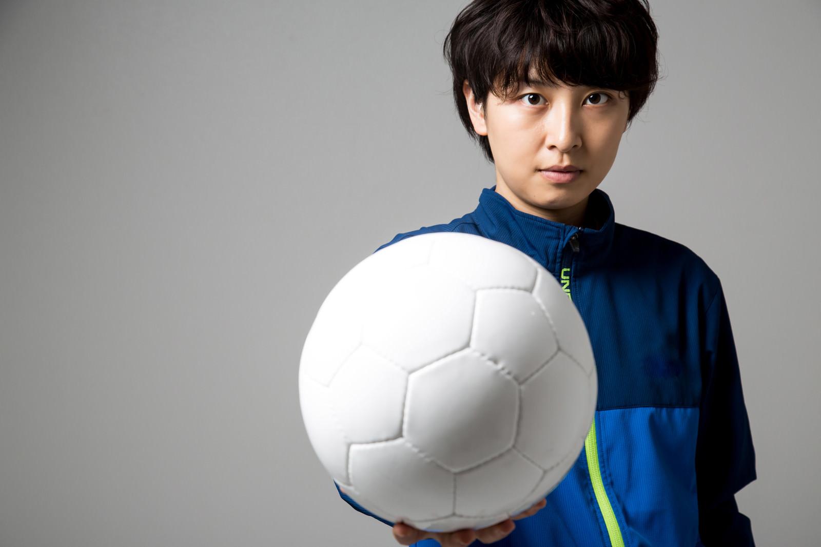「後輩へ思いを託す、サッカー女子」の写真[モデル:八木彩香]