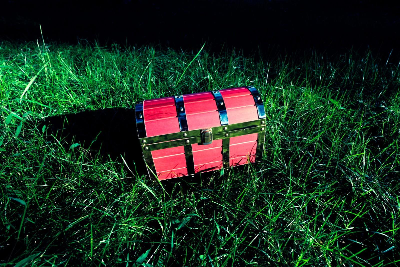 「フィールド上で宝箱を見つけた ▶あける ▶たたく ▶かきっぱちフィールド上で宝箱を見つけた ▶あける ▶たたく ▶かきっぱち」のフリー写真素材を拡大