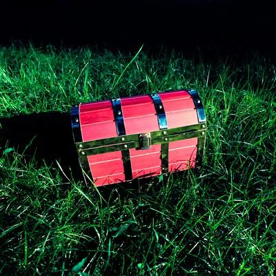 「フィールド上で宝箱を見つけた ▶あける ▶たたく ▶かきっぱち」の写真素材