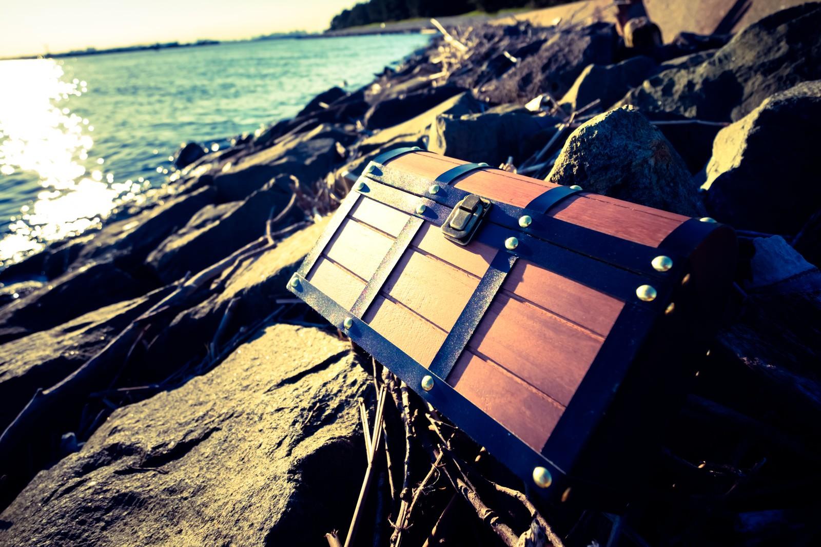 「海岸で拾った宝箱」の写真
