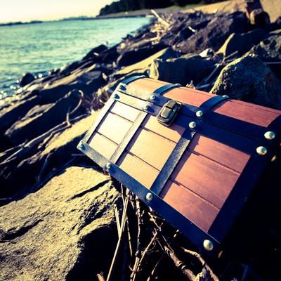海岸で拾った宝箱の写真