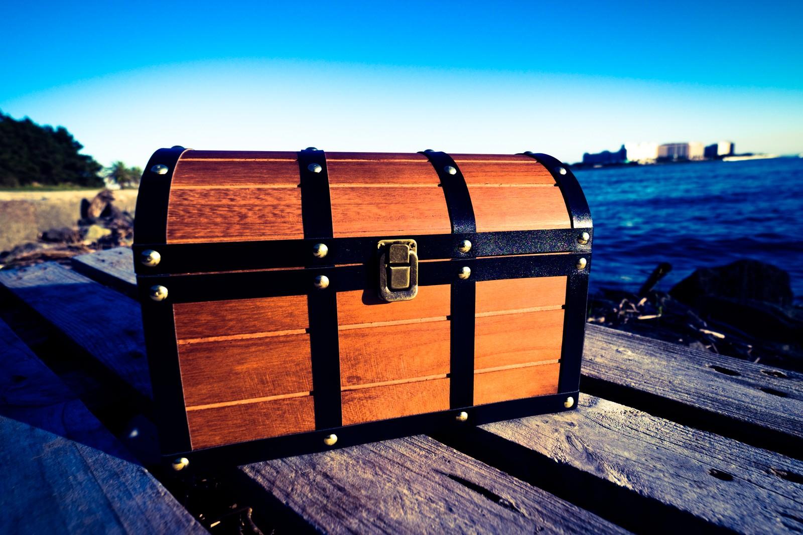 「廃船にあった宝箱」の写真