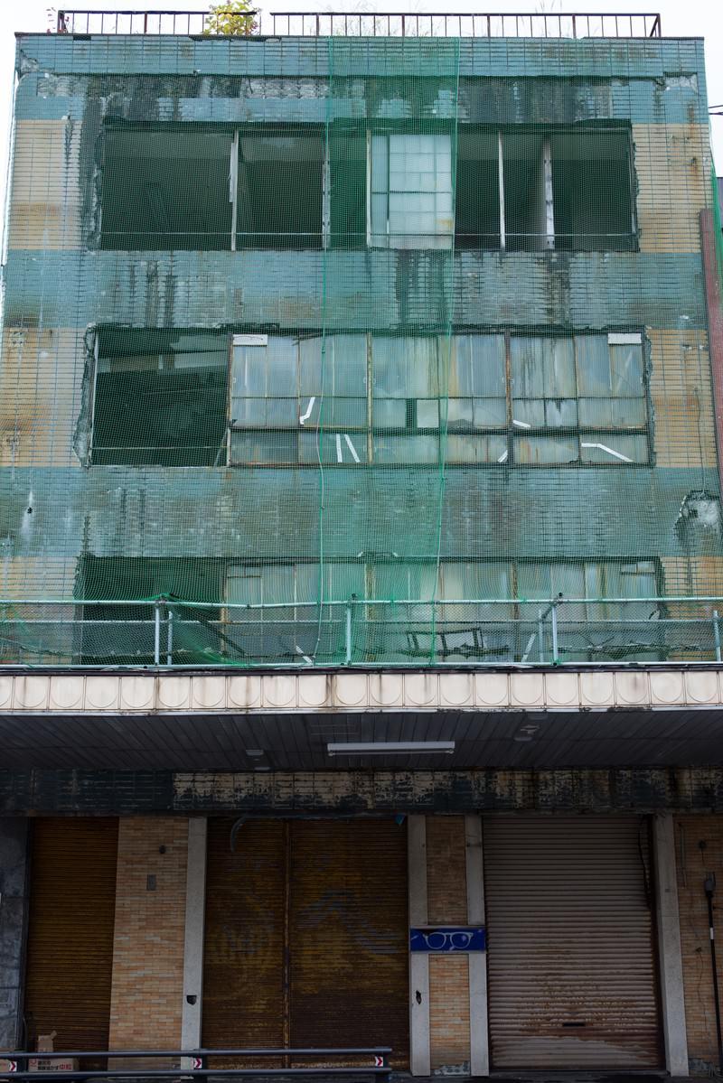「今にも崩れそうな建物」の写真