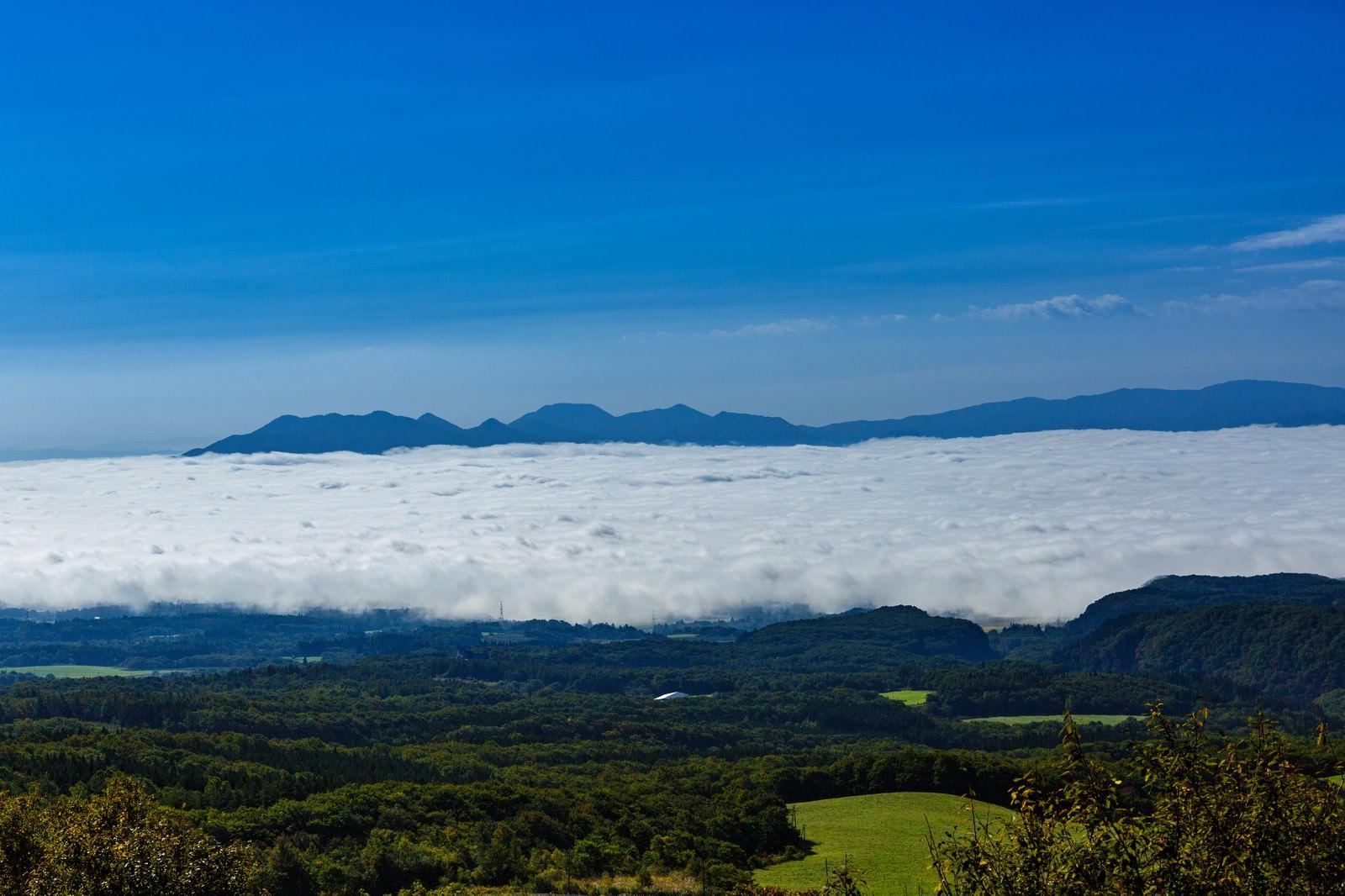 「広がる雲海広がる雲海」のフリー写真素材を拡大