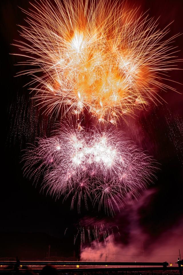 夜空を彩る大曲の花火大会の写真