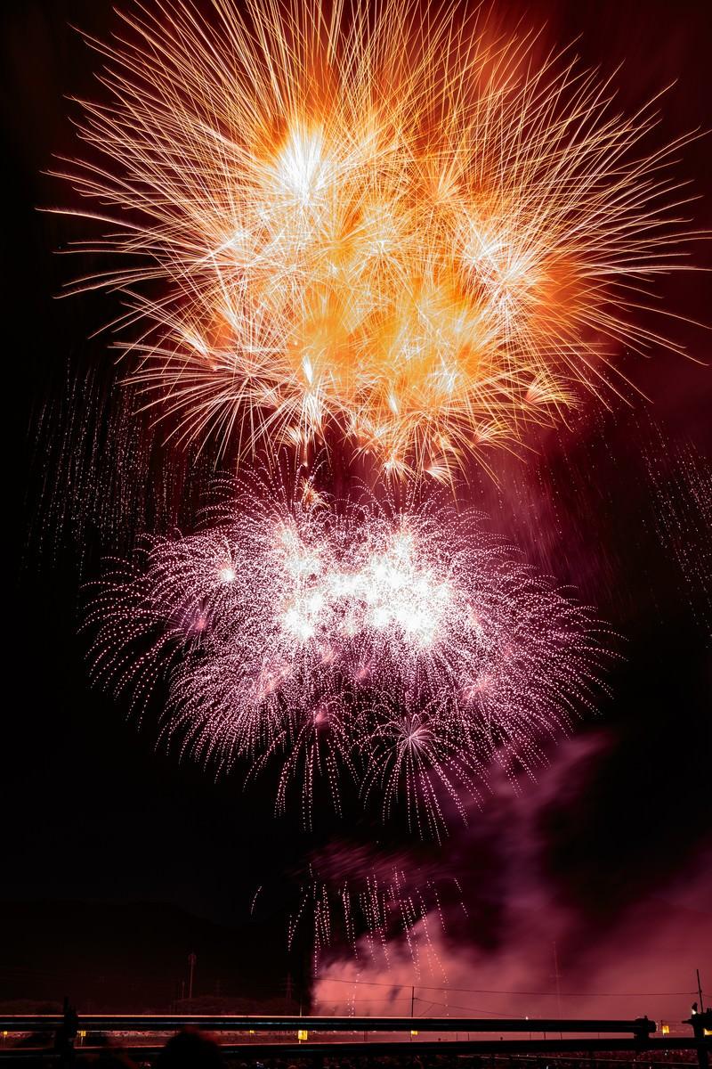 「夜空を彩る大曲の花火大会」の写真