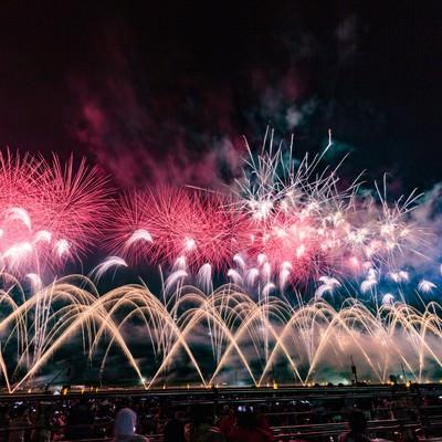 大曲の花火大会の様子の写真
