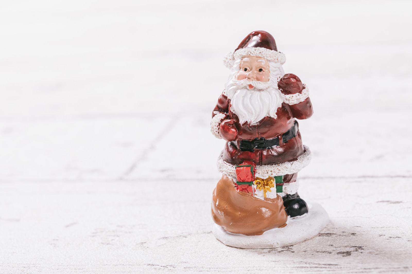 「サンタクロースの置物」の写真