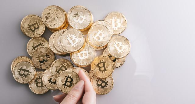 仮想通貨(ビットコイン)で資産運用の写真