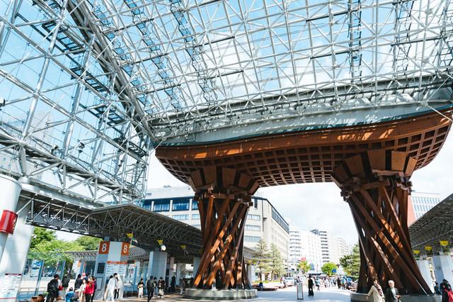 金沢駅の鼓門(つづみもん)の写真