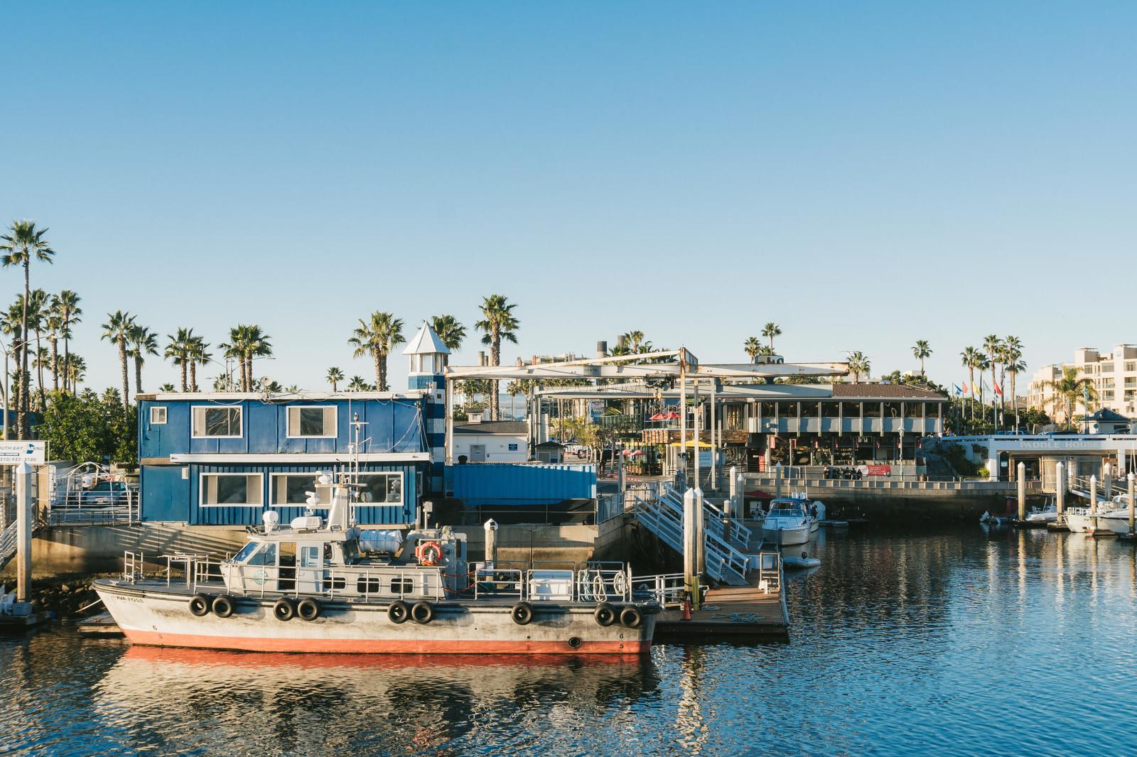 「レドンドビーチと停泊中の船レドンドビーチと停泊中の船」のフリー写真素材を拡大