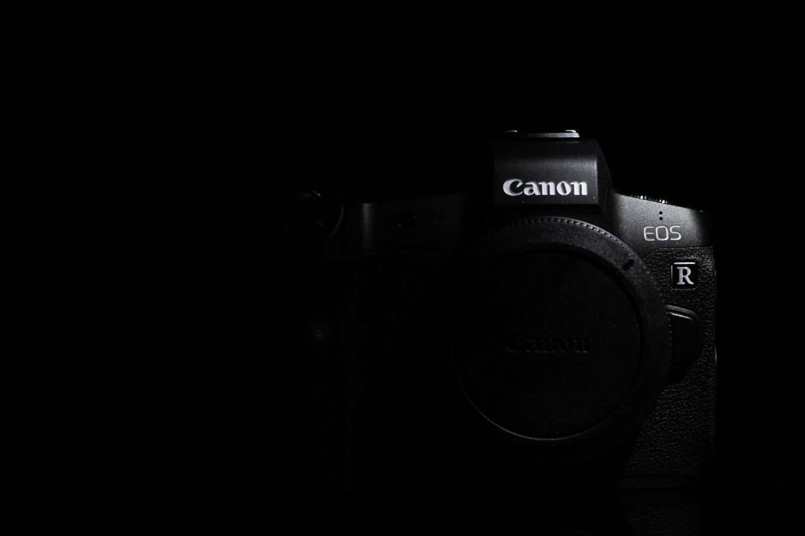 「フルサイズミラーレスカメラ(EOS R)」の写真