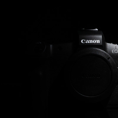 フルサイズミラーレスカメラ(EOS R)の写真