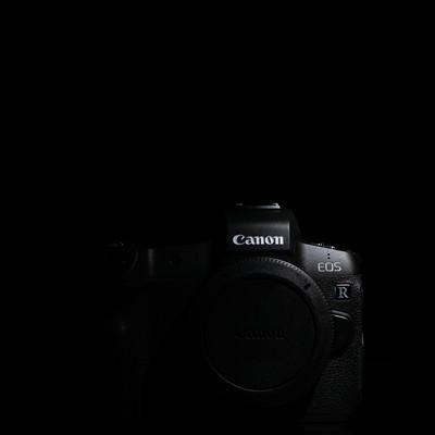 デジタルミラーレス一眼レフカメラ レンズ未装着ボディ(CANON EOS R)の写真