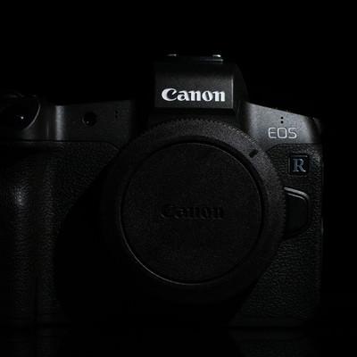 デジタルミラーレス一眼レフカメラ ボディキャップ付ボディ(CANON EOS R)の写真