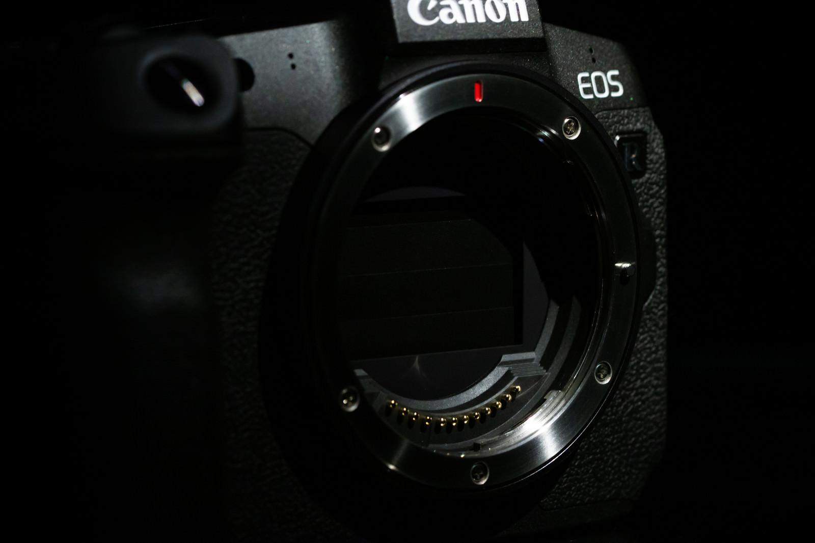 「耐久性が約20万回を達成したメカシャッター(CANON EOS R)」の写真