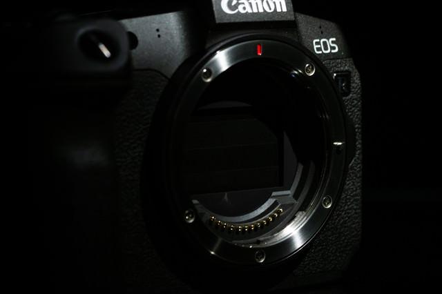 耐久性が約20万回を達成したメカシャッター(CANON EOS R)の写真