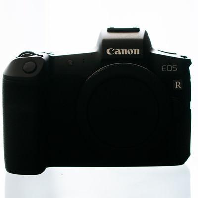 デジタルミラーレス一眼レフカメラ(CANON EOS R 白バック)の写真