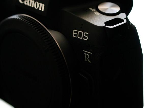 高級感あるEOS Rのボディの写真