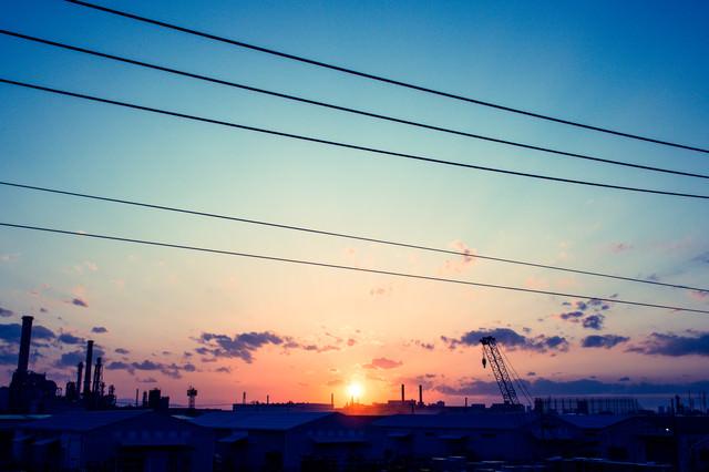 日が昇る(工場)の写真