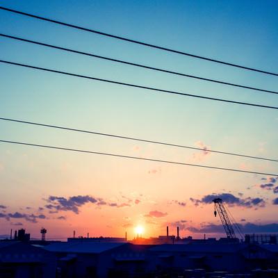 「日が昇る(工場)」の写真素材