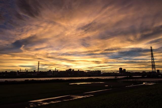 河川と夕暮れの写真