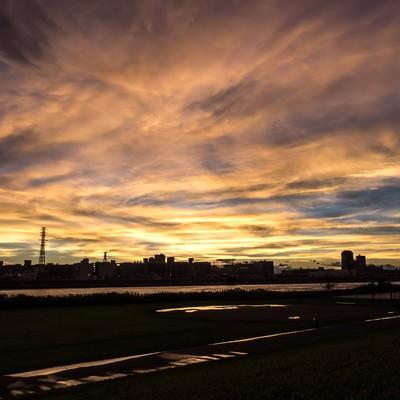 「河川と夕暮れ」の写真素材