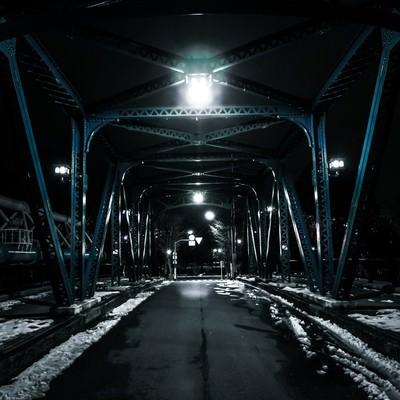 「雪が残る鉄橋」の写真素材