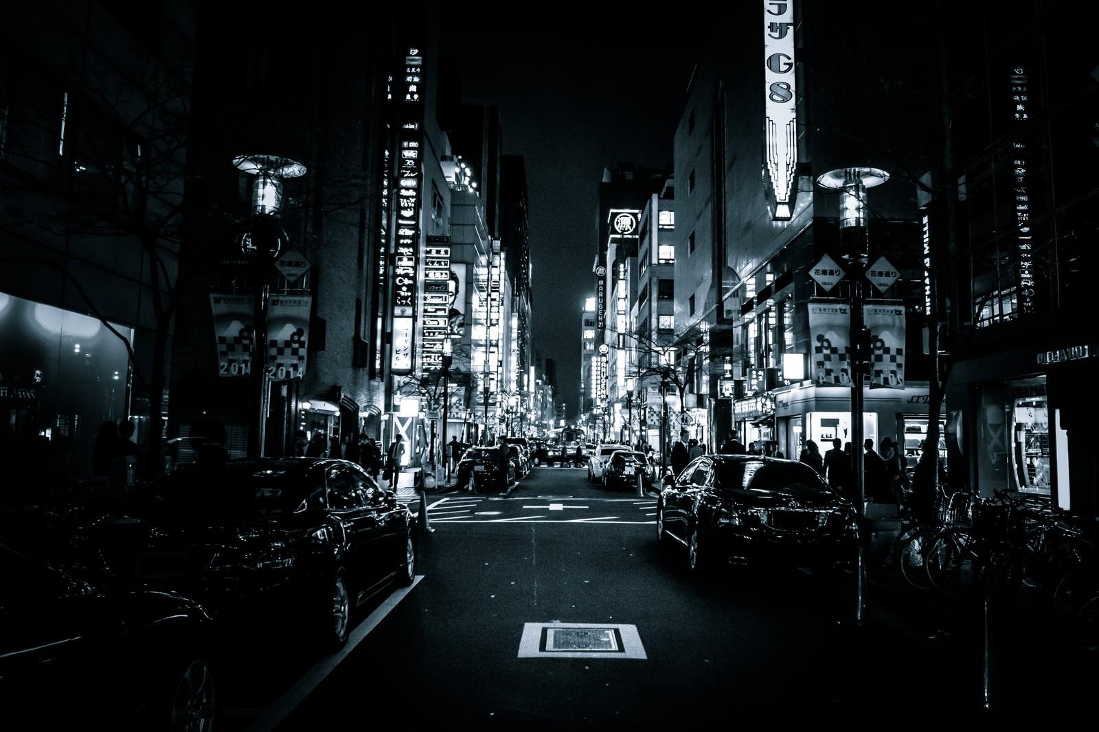 「夜の銀座花椿通り」の写真