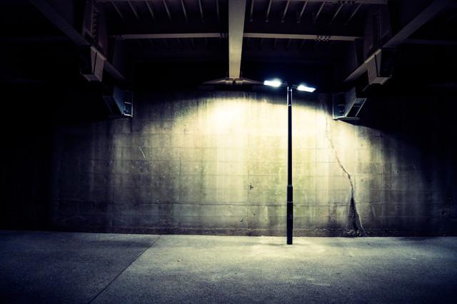 「不気味な街灯」のフリー写真素材