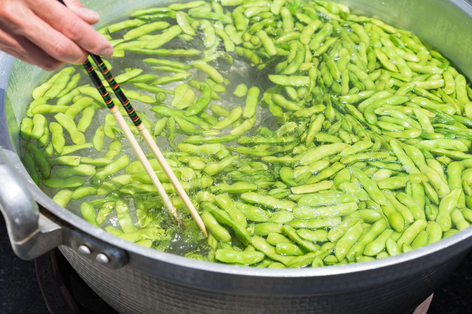 「大鍋で枝豆を茹でる大鍋で枝豆を茹でる」のフリー写真素材を拡大