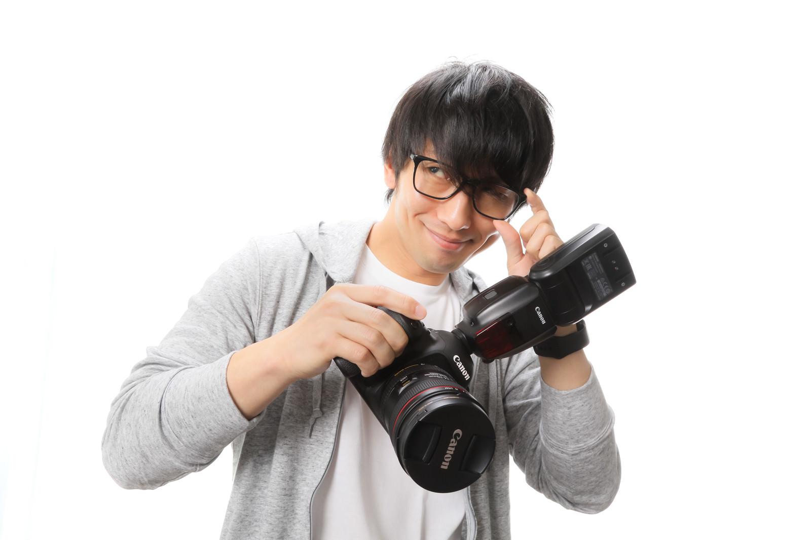 「意識高い系フォトグラファーのSNSアイコン | 写真の無料素材・フリー素材 - ぱくたそ」の写真[モデル:大川竜弥]