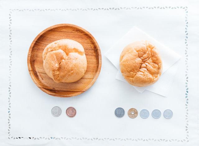 外食は10%、テイクアウトは8%の消費税がかかるドーナッツの写真