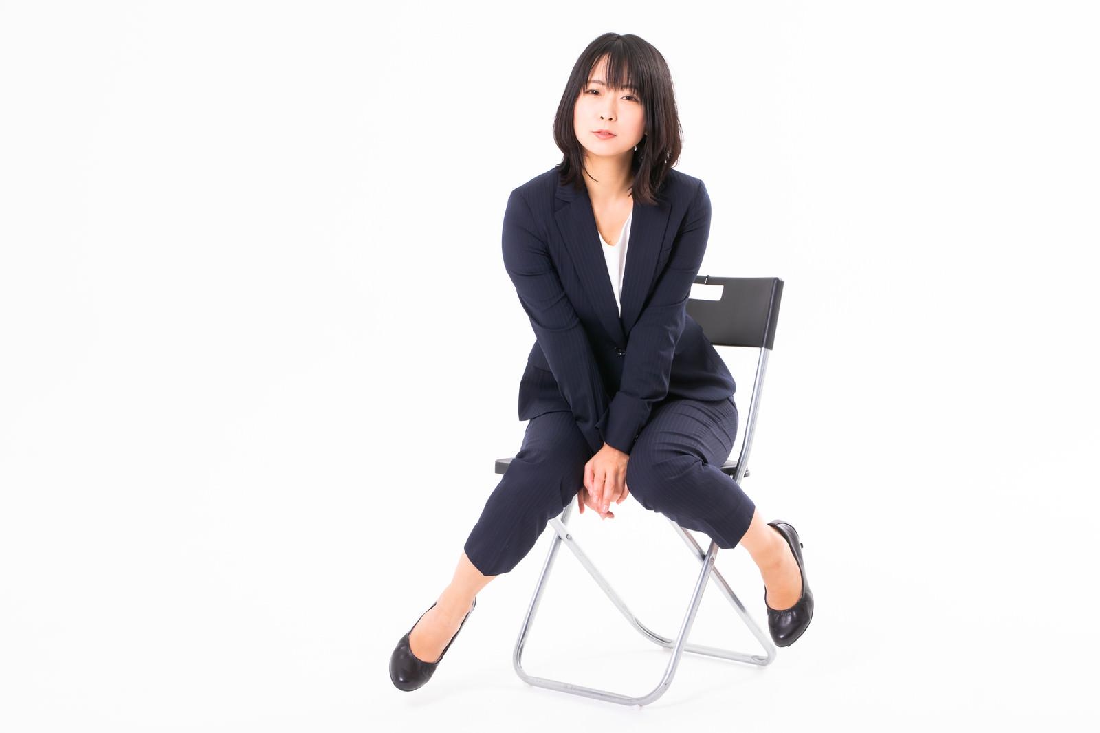 「仕事終わりのにっこり女性社員」の写真[モデル:にゃるる]