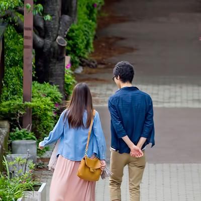 「散歩する恋人」の写真素材