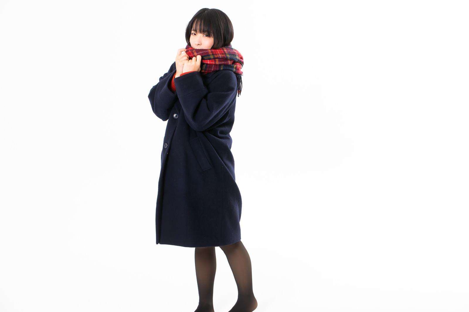 「コートを着たマフラー女子」の写真[モデル:にゃるる]