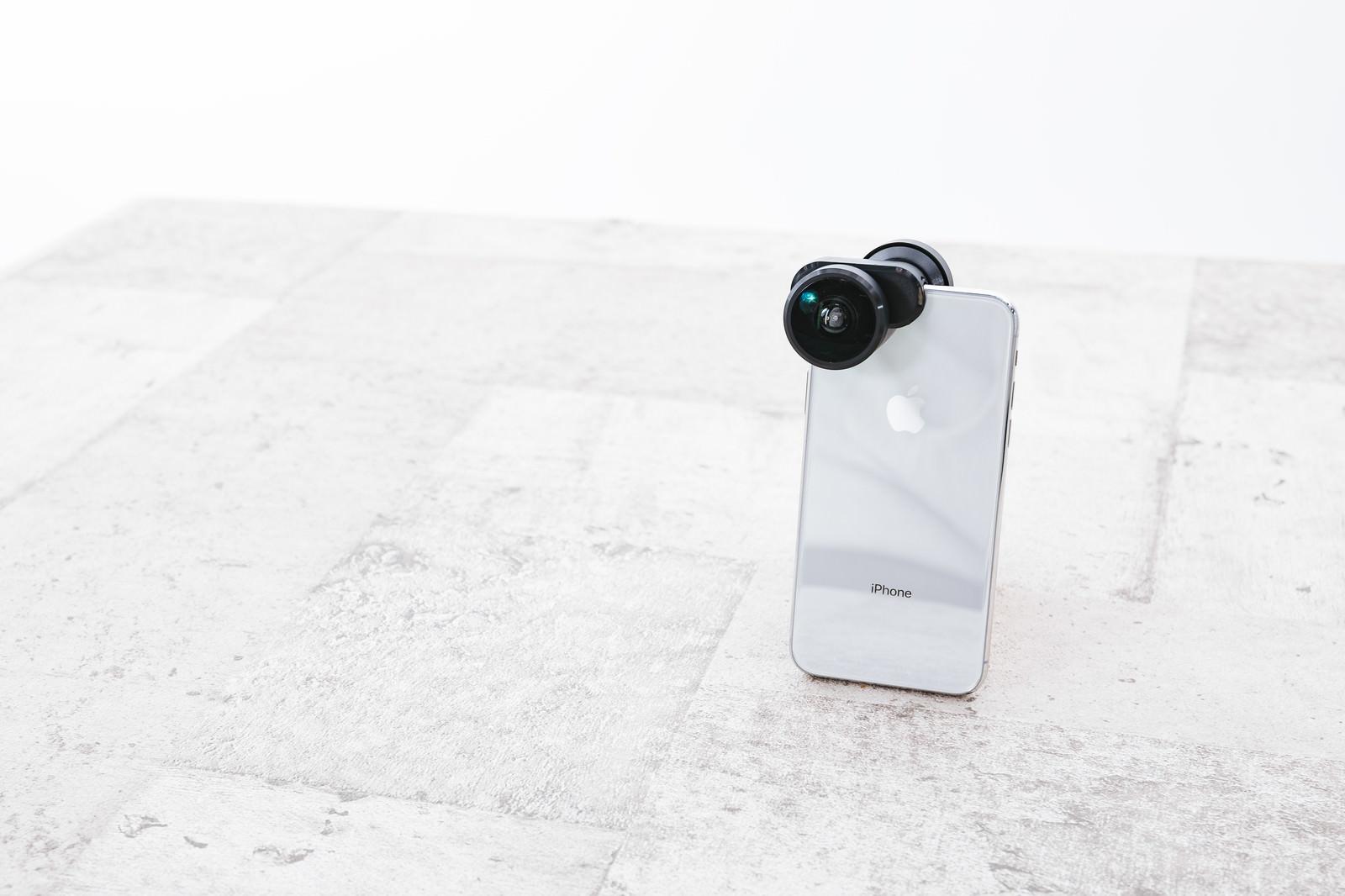「スマホに取り付けて360度撮影ができるレンズ」の写真