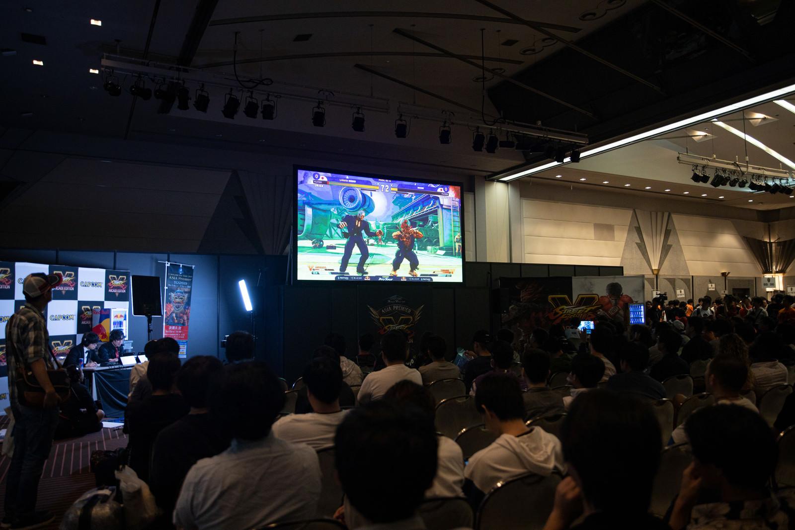 「大会の様子と実況解説 - CAPCOM Pro Tour 2019 アジアプレミア」の写真