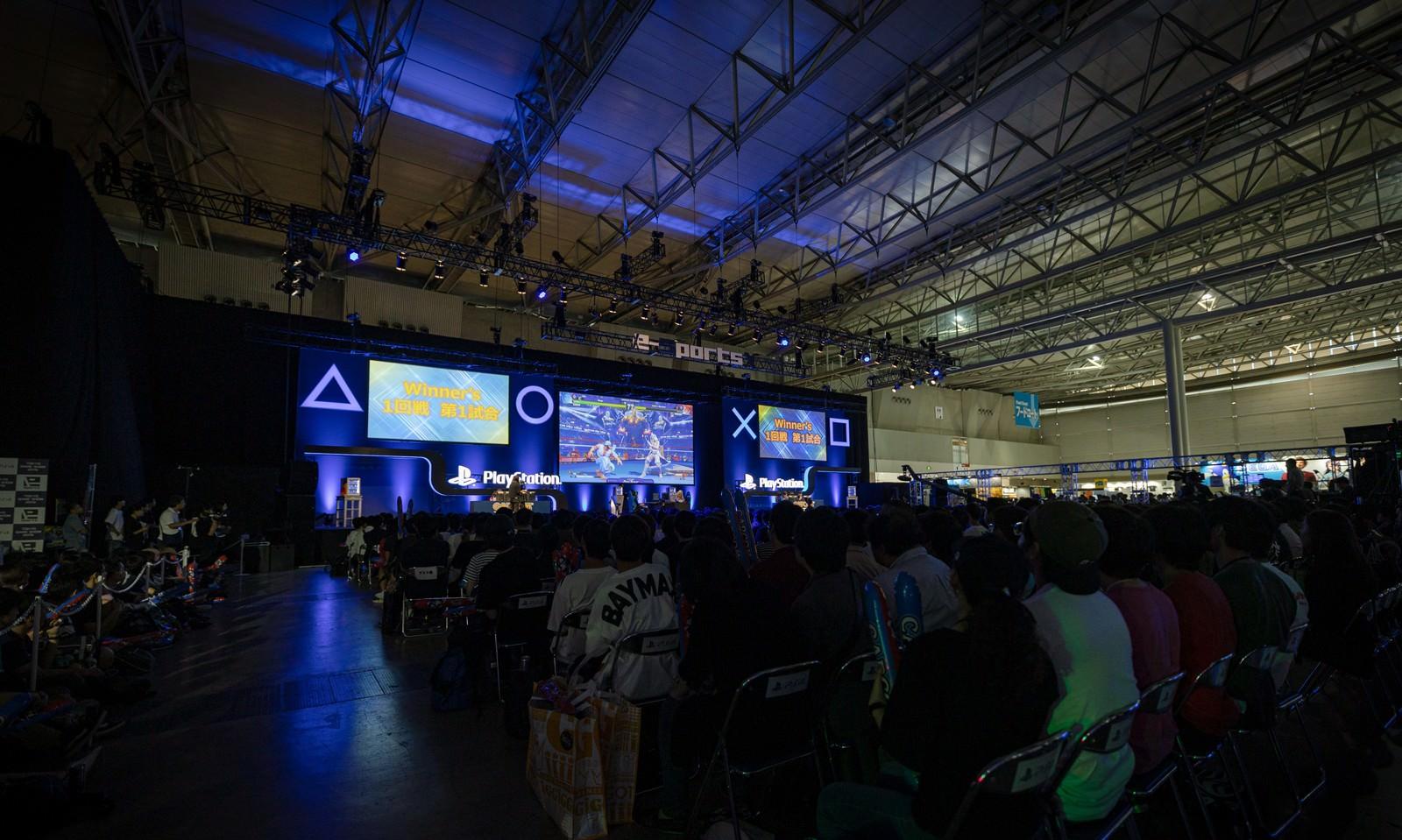 「超満員の決勝大会会場 - CAPCOM Pro Tour 2019 アジアプレミア」の写真