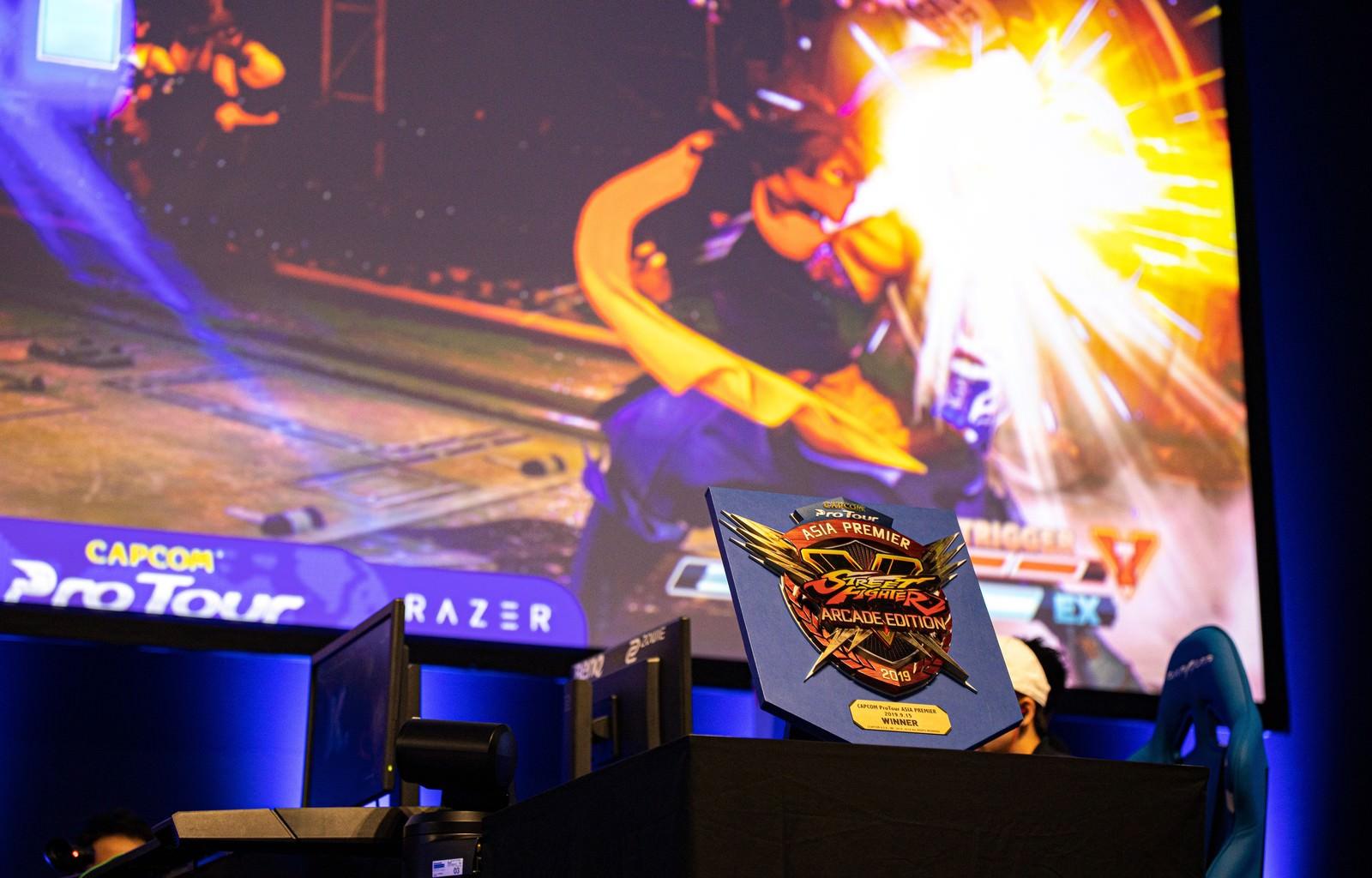 「是空のしゃがみ強K(草薙)がユリアンにヒット - CAPCOM Pro Tour 2019 アジアプレミア」の写真