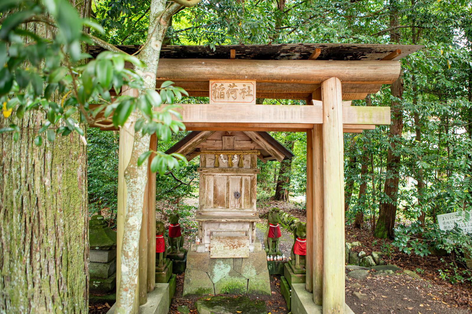 「須佐神社境内にある稲荷社(島根県出雲市)」の写真
